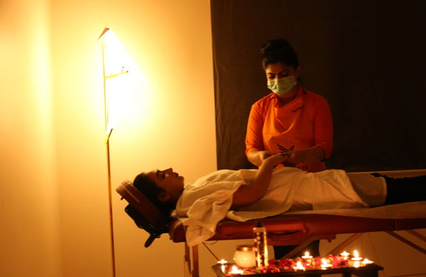 Expert Salon at Home Beauty Services at Your Doorstep